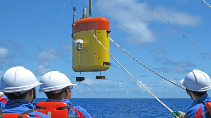 China's unmanned submersible sets new record